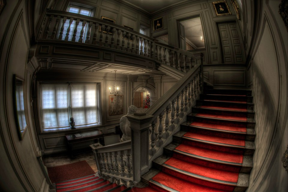 arthakker, hdr, hdrphotography, highdynamicrange, manor, blood, creepy, horror, staircase